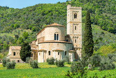 Abbotskloster av Sant'Antimo bland kullarna av Tuscany, Italien Royaltyfri Bild