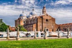 Abbotskloster av Santa Giustina, Prato dellaValle fyrkant, Padua, Italien Arkivfoton