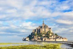 Abbotskloster för Le Mont Saint Michel på ön, Normandie, nordliga Frankrike, Europa royaltyfri foto