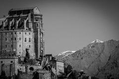 Abbotskloster för St Michael ` s av Val di Susa, i svartvit hig Royaltyfri Fotografi