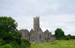 Abbotskloster fördärvar, Quin, Irland Royaltyfria Foton