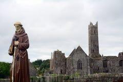 Abbotskloster fördärvar, Quin, Irland Arkivfoton