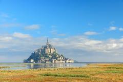 Abbotskloster f?r Le Mont Saint Michel p? ?n, Normandie, nordliga Frankrike, Europa royaltyfri fotografi