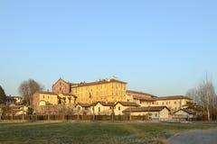 Abbotskloster och by av Morimondo, Milan, Italien Royaltyfria Bilder