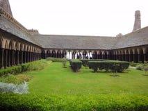 Abbotskloster och trädgårdar av Mont Saint-Michel, Normandie, Frankrike Royaltyfria Foton