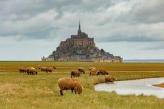 Abbotsklosterfästning Mont Saint Michel royaltyfria bilder