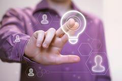 Abbottoni l'icona online della società di affari della lampadina di idea Fotografia Stock