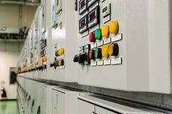 Bottone sulla sottostazione di energia elettrica fotografia stock