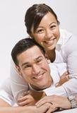 Abbracciare asiatico delle coppie Fotografia Stock Libera da Diritti