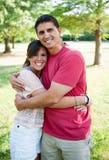 Abbracciare della figlia e del padre Fotografie Stock
