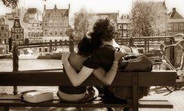 Abbracciare delle coppie Fotografie Stock Libere da Diritti
