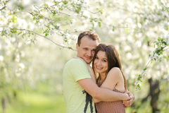 Abbracciare gli adolescenti Fotografia Stock