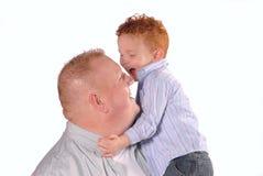 Abbracciare papà Fotografie Stock Libere da Diritti