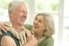 Abbraccio anziano felice delle coppie Fotografie Stock