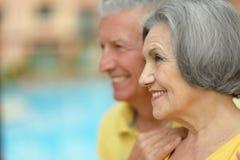 Abbraccio anziano felice delle coppie Immagini Stock Libere da Diritti