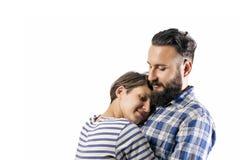 Abbraccio del tipo e della ragazza barbuti immagini stock libere da diritti