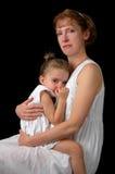 Abbraccio della figlia e della madre Fotografie Stock