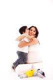 Abbraccio della madre Fotografia Stock