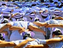 Abbraccio dello studente di professione d'infermiera Immagine Stock