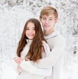 Abbraccio felice degli innamorati Fotografia Stock