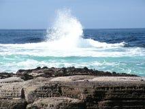 Abbrechen, Wellen spritzend stockfoto