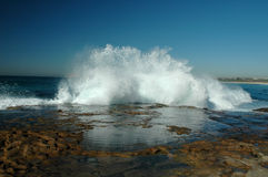 Abbrechende Ozean-Wellen lizenzfreie stockbilder