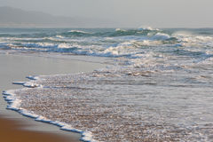 Abbrechende Wellen lizenzfreies stockfoto