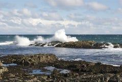 Abbrechende Wellen lizenzfreies stockbild