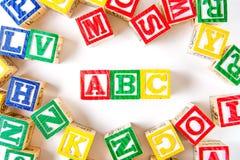 abc - Alfabetet behandla som ett barn kvarter på vit Royaltyfria Foton