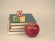 ABC-Blöcke, Apple und BücherSepia Lizenzfreies Stockbild