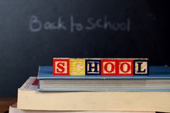 ABC-Blöcke auf Lehrbüchern Lizenzfreies Stockbild