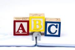abc blockerar trä Fotografering för Bildbyråer