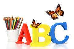 Abc- brieven met potloden op wit Stock Afbeelding