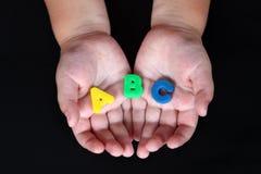 ABC dans des mains d'enfant Images stock
