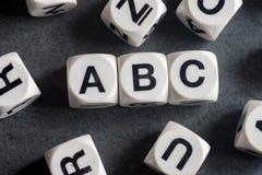 ABC de la palabra en los cubos del juguete Imagenes de archivo
