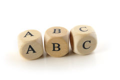ABC, deletreado con los bloques de madera, fondo aislado, blanco Foto de archivo