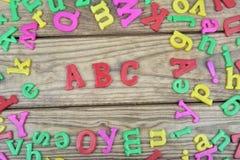 ABC en la tabla de madera Imagenes de archivo