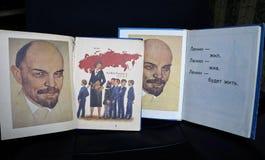 ABC et alphabet, livres pour l'école de l'ère soviétique, Lénine image libre de droits