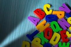 abc - Färgrika magnetiska bokstäver Fotografering för Bildbyråer