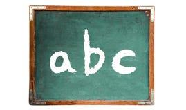 ABC-het bericht van het de tekstwoord van alfabetbrieven in wit die krijt op een groen oud grungy uitstekend houten bord wordt ge royalty-vrije stock afbeeldingen