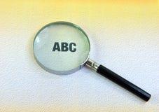 abc och förstoringsglas Fotografering för Bildbyråer