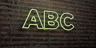 abc - realistiskt neontecken på bakgrund för tegelstenvägg - 3D framförd fri materielbild för royalty Fotografering för Bildbyråer