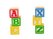 ABC-und XYZ Blöcke gestapelt Lizenzfreie Stockfotos