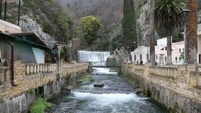Abchazië, Nieuwe Athos 10 de Waterval van Januari 2017 in nieuwe Athos stock footage