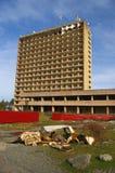Abchazië, oorlog-verwoest kuuroord-hotel en roestige verouderd Stock Foto's