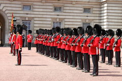 Abdeckungänderung im Buckingham Palace Stockfoto