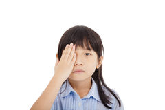 Abdeckung des kleinen Mädchens ein Auge Lizenzfreie Stockfotos