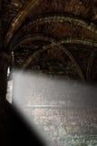 Abdij binnenlandse straal van licht Stock Foto