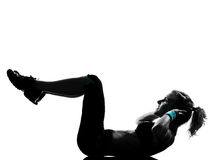 позиция пригодности abdominals нажимает поднимает разминку женщины Стоковые Фото