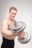 Abdominals con pesas de gimnasia Fotografía de archivo libre de regalías
